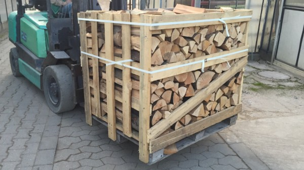 Kaminholz / Brennholz -Buche,ca.33cm Ofenfertig 85,- €/ SRM (127,50 €/ Palette mit 1,5 SRM/1RM)